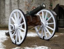9 pounder British cannon, copyright Inniskillings Museum.